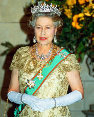 One of UK's Leading Historians Says the Queen 'is Like Nazi Goebbels' … and a 'Philistine!'