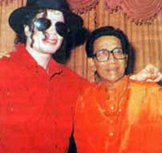 28a3ke9 Michael Jackson and Shiv Sena
