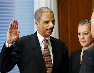 Holder Won't Prosecute Bush Official in US Attorneys Firing Scandal