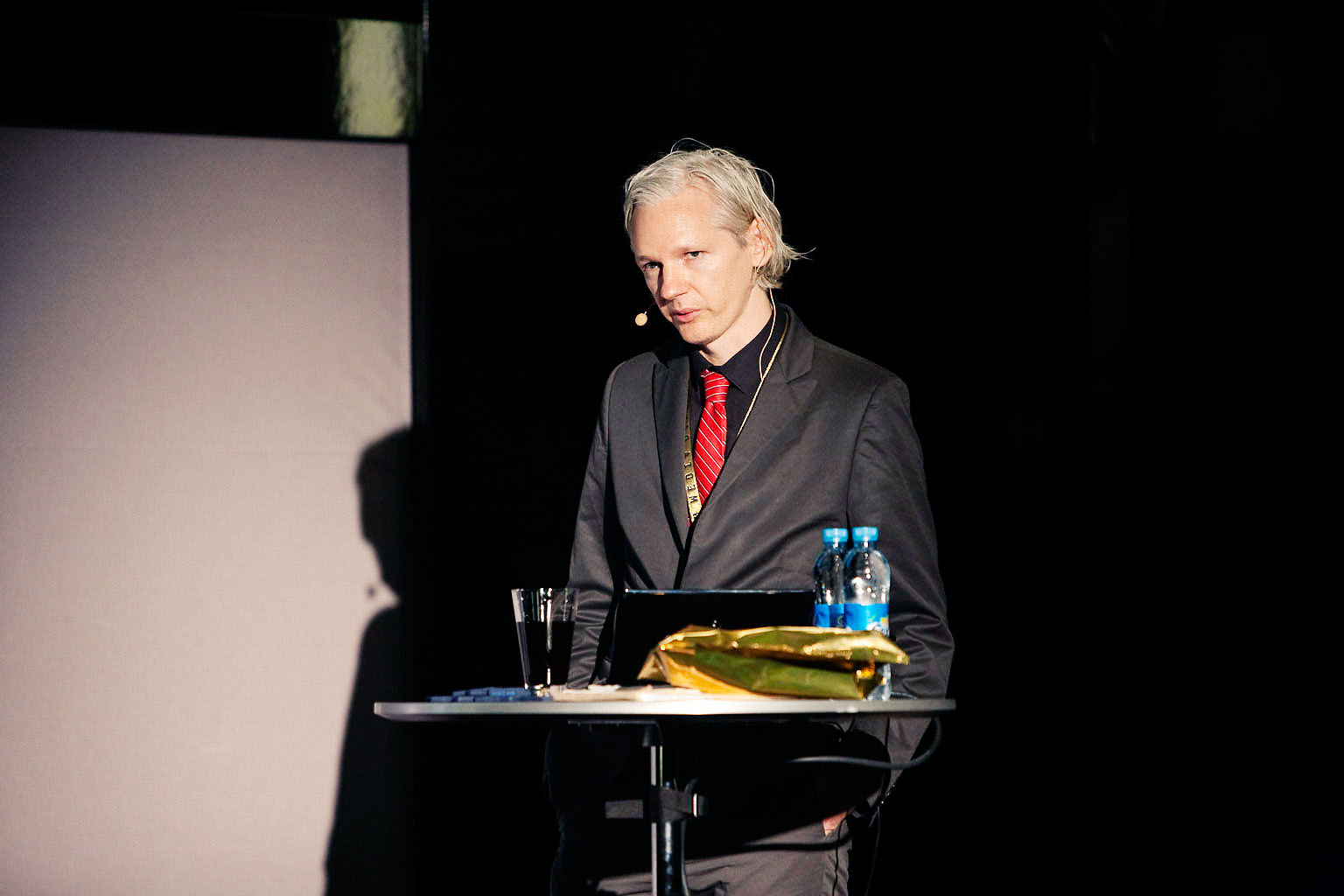 Journalists Protest Crackdown On Wikileaks, Julian Assange » The ...