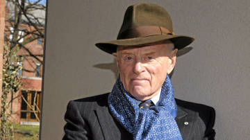 Barrick Gold Chairman Peter Munk Defends Augusto Pinochet & Gang Rape in New Guinea