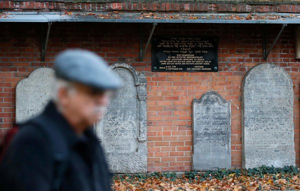 Gestapo Chief Heinrich Müeller 'was Secretly Buried at Jewish Cemetery in Berlin'